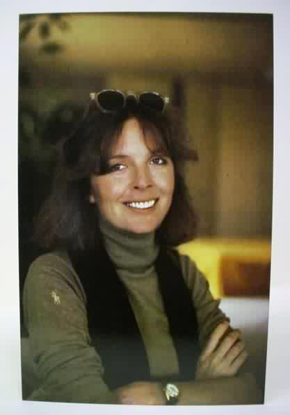 Diane Keaton is the perfect example of the power of charisma where it intersects with a distinct sense of personal style. It supersedes a formula, is unexplainable. She wears a suit, looks casual.